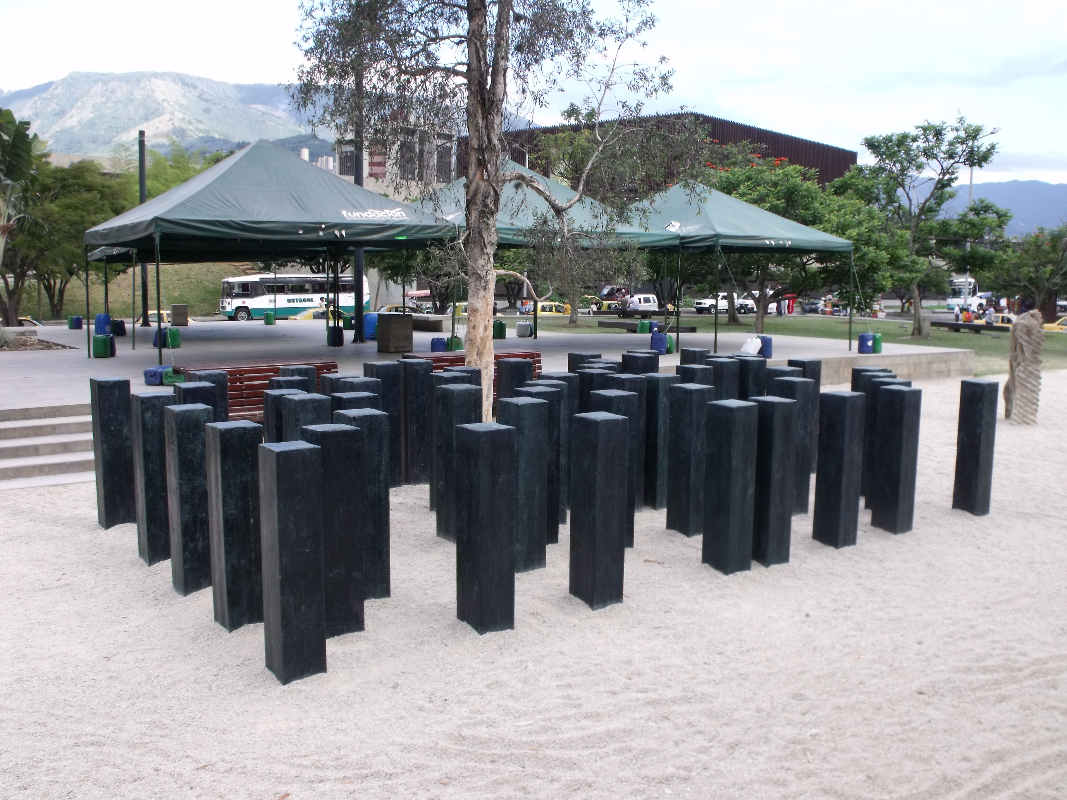 Parque De Los Pies Descalzos Medell 237 N