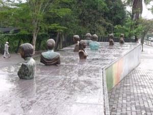 Esquina de las Mujeres sculptor